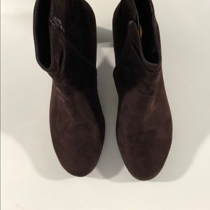 AEROSOLES Shoes - Aerosoles Brown Sueded Ankle Booties Size7.5